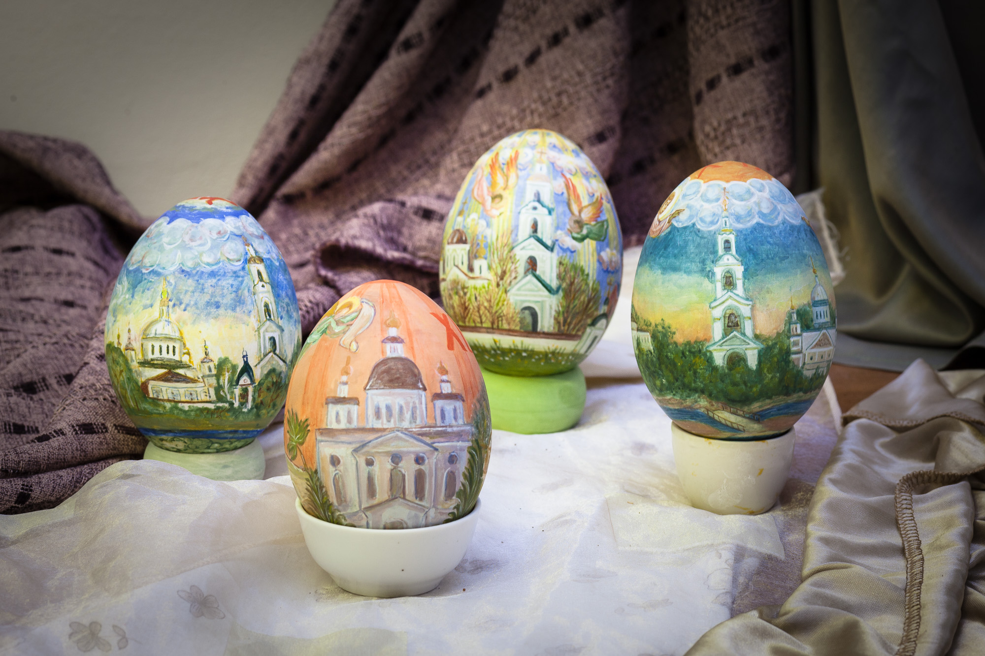 Роспись пасхальных яиц в Николо-Берлюковской пустыни