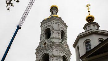 Водружен крест на колокольню