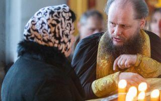 В дни перед исповедью и причастием - каноны, молитвы, пост