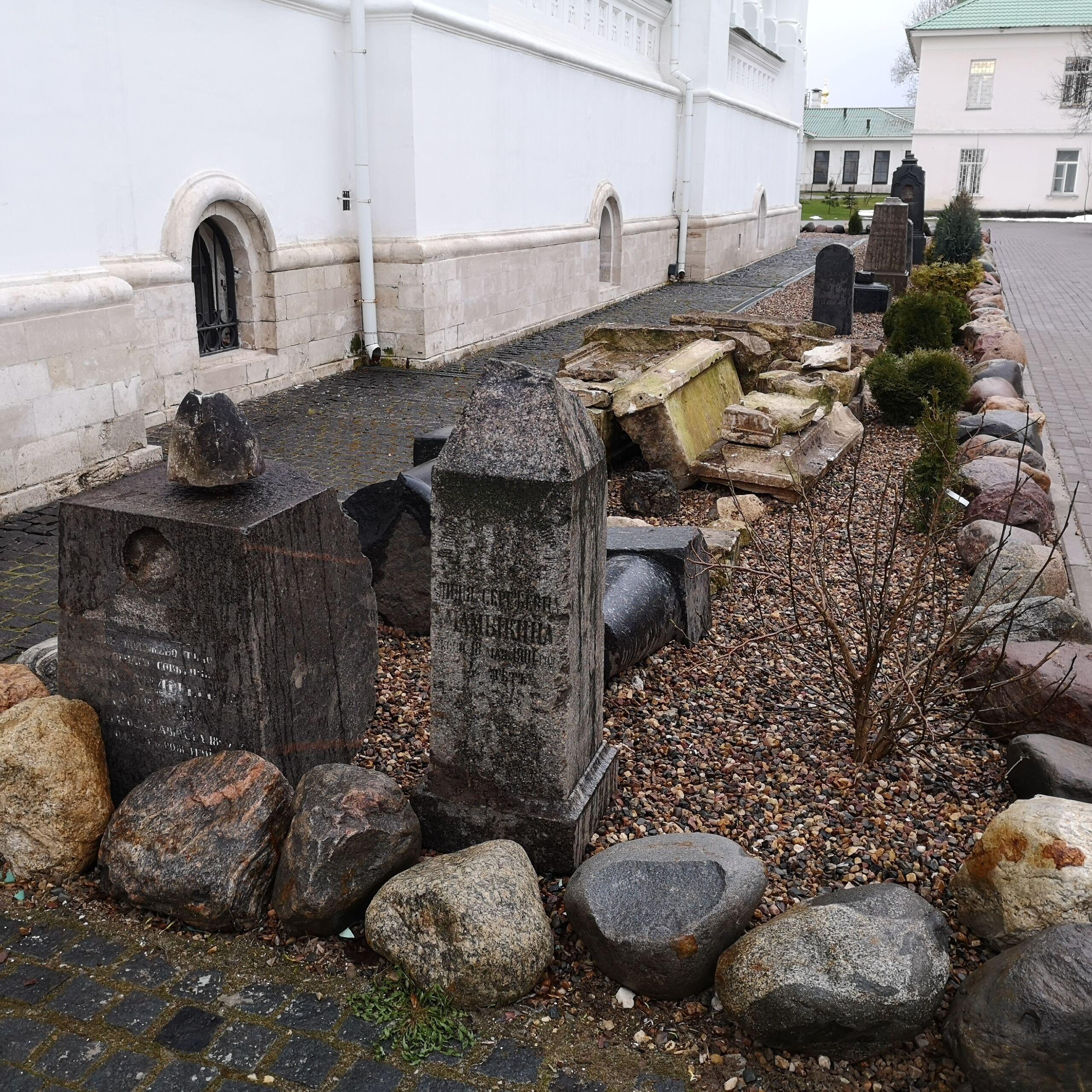 Некрополь Николо-Берлюковского монастыря